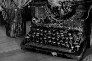 typewriter-669353_1280