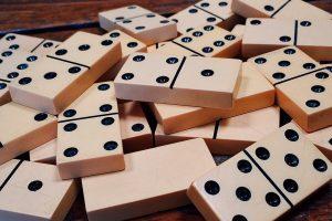 dominoes-1615704_1920